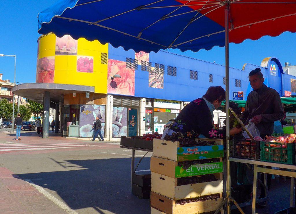 Der erste Tag - einkaufen in der Markthalle von Palamòs