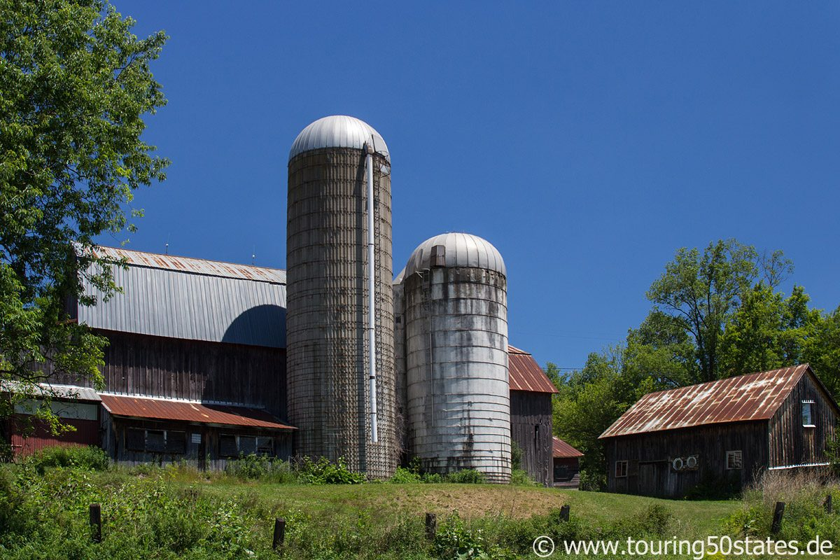 Farmgebäude in der Finger Lakes Area am Highway 96a