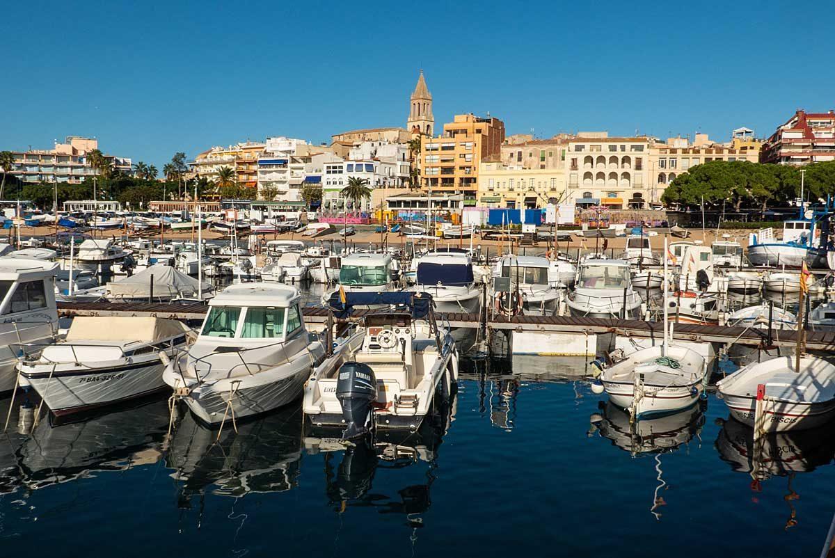 Blick über die Marina vom Fischereimuseum auf Palamos