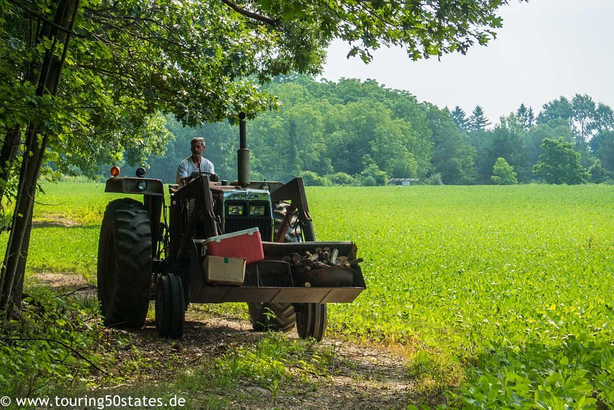 Versorgungsfahrt für das Baumzelt im Wald von Willlard, NY