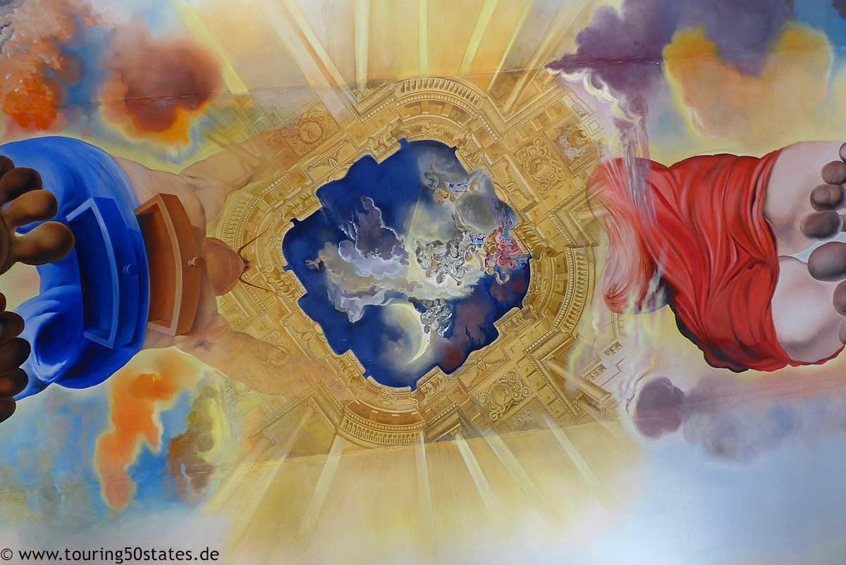 "Teatre Museu Dalí - Deckengemälde ""Palast der Winde"" im Großen Salon"