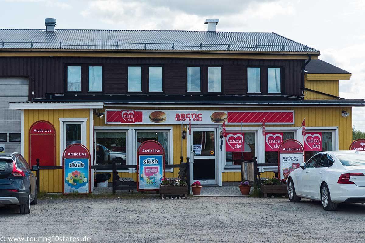 Mittagessen im Arctic Lunch & Grill in Karesuando vor der Grenze zu Finnland