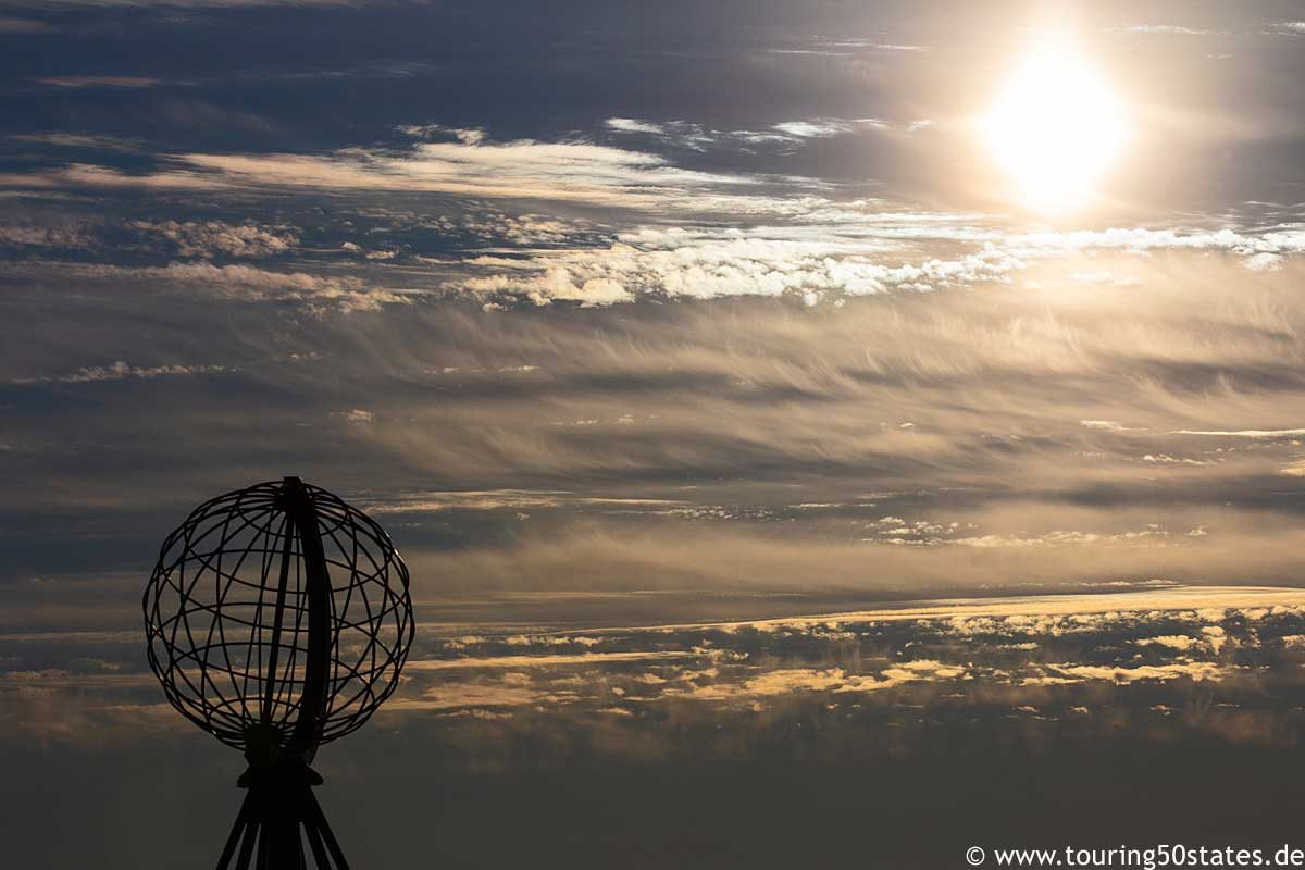 Abendsonne am Nordkapp vor dem Globus