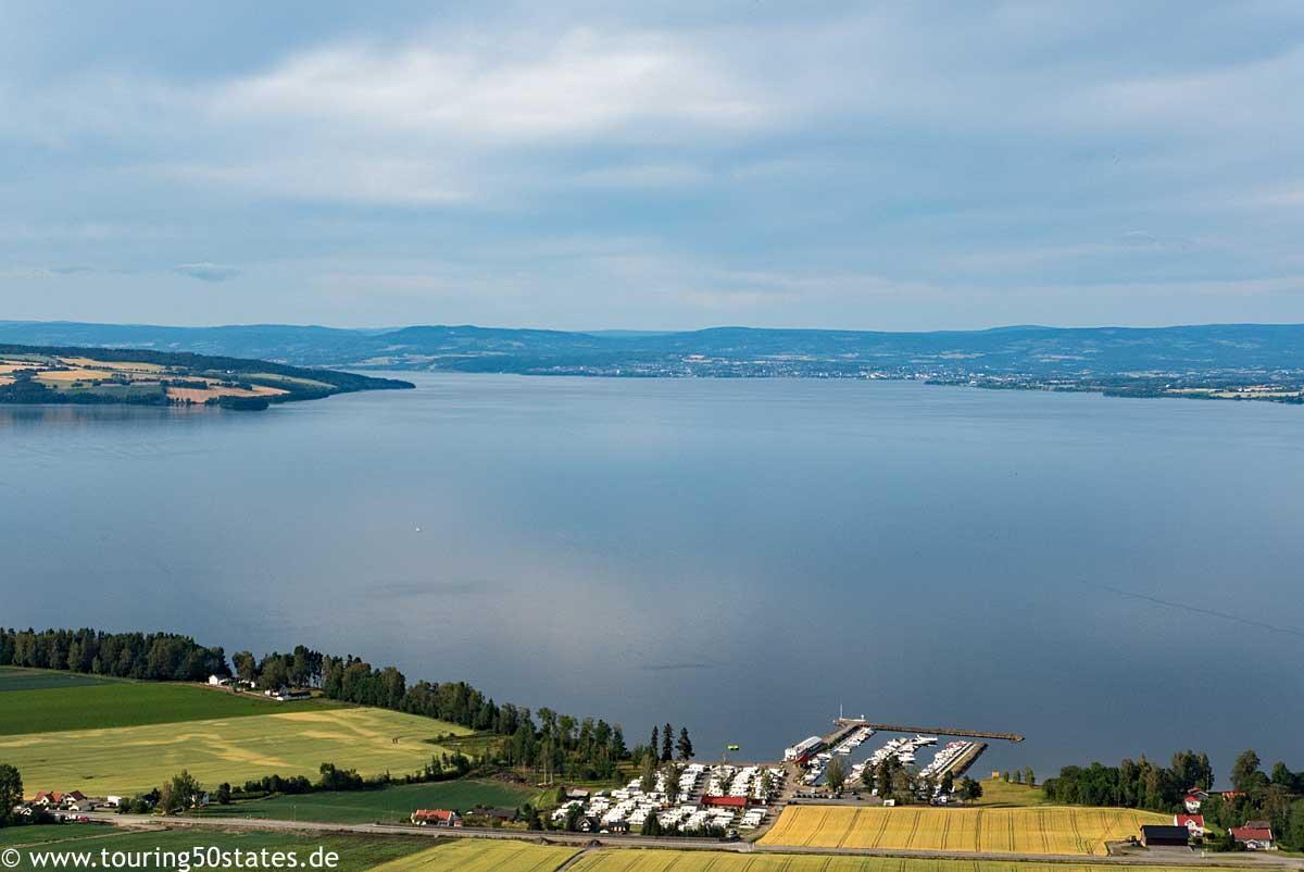 Blick über den Mjøsasee nach Norden